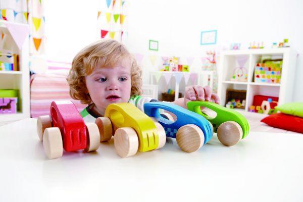 kleine auto - klein - auto - rood - blauw - groen - geel - speelgoed - houten speelgoed - dn houten tol - de mouthoeve - boekel - baby -peuter - hape