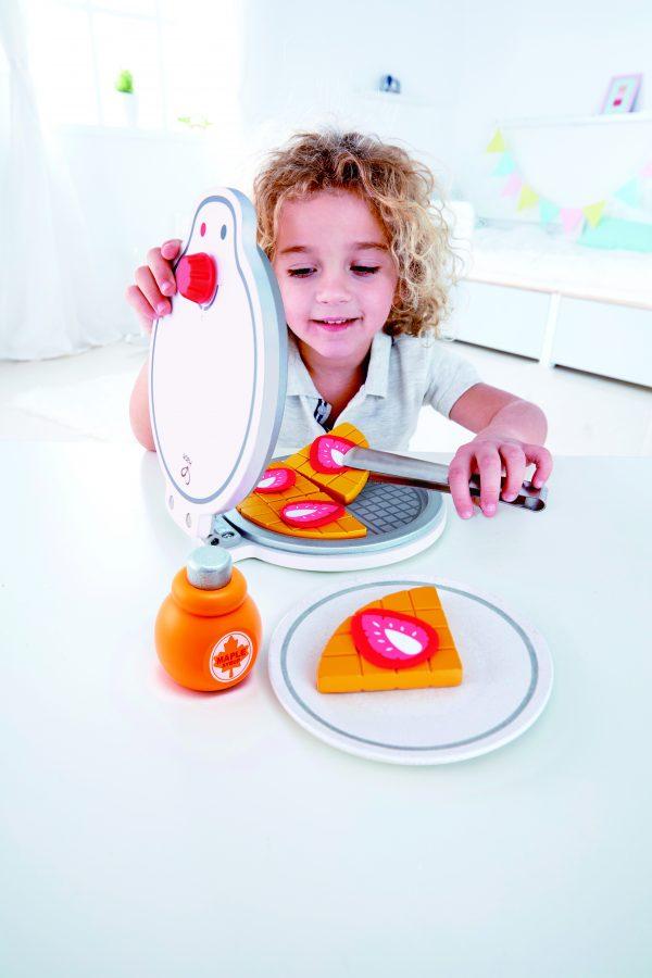 keukentje- child - wafelmaker - my first waffle maker - speelgoed - houten speelgoed - hout - peuter - kleuter - vanaf 3 jaar - keukentje - hape - E3149 - wafels - dn houten tol - de mouthoeve - boekel