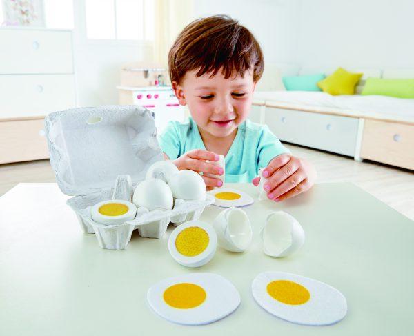 eieren - egg carton - doos eieren - hout - speelgoed - houten speelgoed - child - hape - E3156 - dn houten tol - de mouthoeve - boekel - peuter - kleuter - vanaf 3 jaar - winkel