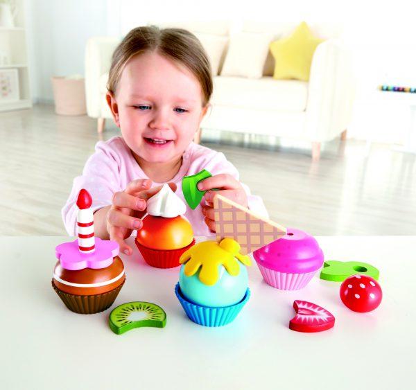 cup cakes - cupcakes - taartjes - hout - speelgoed - houten speelgoed - verjaardagstaart - speelgoed - houten speelgoed - hape - E3157 - dn houten tol - de mouthoeve - boekel - winkel - kinder speelgoed - kinder keukentje
