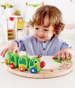 trein - houten trein - hout - rups trein - vaterpillar train set - speelgoed - houten speelgoed - hape - E3818 - dreumes - peuter - dn houten tol - de mouthoeve - boekel - winkel
