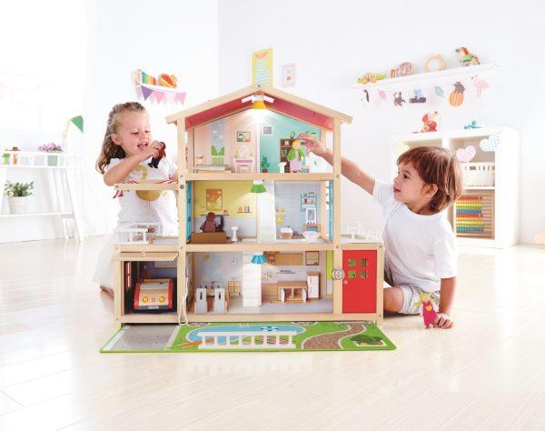 Familie poppenhuis - doll family mansion - poppenhuis - speelgoed - houten speelgoed - kinderspeelgoed - hape - E3405 - peuter - kleuter - vanaf 3 jaar - gemeubileerd - kado - cadeau - verjaardagskado - verjaardagscadeau - poppen- dn houten tol - de mouthoeve - boekel - winkel