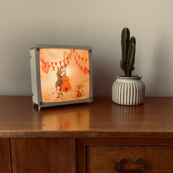 Het houtlokael - kleuren - thema lamp - speelgoed - kinderlamp - hout - nachtlamp - houten - shop - wissellamp - 4 seizoenen - feest - thema