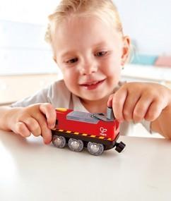 treinen - speelgoed trein - speelgoed - kunststof trein - hape - houten speelgoed - speelgoed winkel - winkel - boekel - de mouthoeve - E3761 - crank powered train - aangedreven trein