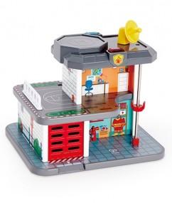 Hoofdkwartier van de noodhulpdiensten - hoofdkwartier - noodhulp - houten speelgoed - speelgoed - treinen - trein - kindertreinen - dn houten tol - hape - de mouthoeve - boekel - speelgoedwinkel - E3736 - treinrails