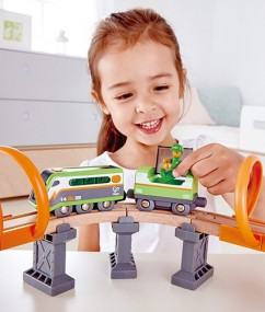 solar power circuit - zonne energiecircuit - trein - treinen - speelgoedtrein - speelgoed - houten speelgoed - spoorbaan - dn houten tol - hape - E3762 - de mouthoeve - boekel - speelgoedwinkel