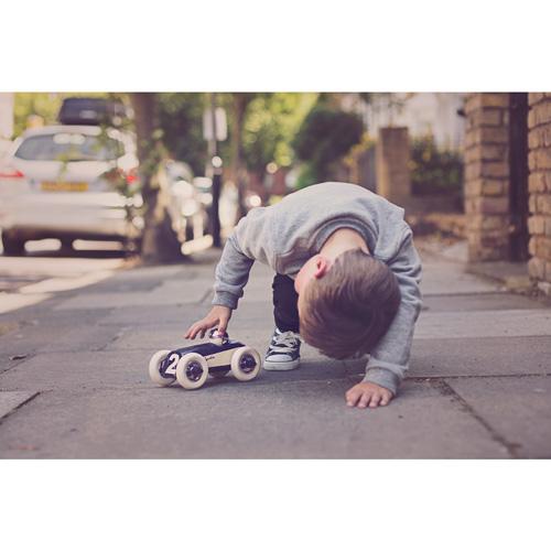 Buck - Clyde Midnight - mannen cadeau - playforever - race auto - voertuigen - auto's - kunststof - 07502 - speelgoed - houten speelgoed - cadeau - vanaf 3 jaar - kraamcadeau - gender party - baby shower - peuter - kleuter - tm 99 jaar - educatief - leerzaam - duurzaam - dn houten tol - jongens - meisjes - de mouthoeve - boekel - webshop - speelgoedwinkel