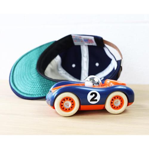 Verve Vigilietta Jasper - vanaf 3 jaar - race auto - klassiek - ABS plasticmodel auto - playforever - janod - auto - 07VV101 - decoratie auto - speelgoed - houten speelgoed - kinderspeelgoed - kraamcadeau - gender party - babyshower - dn houten tol - webshop - speelgoedwinkel - boekel - mannen auto - verjaardags cadeau voor kinderen en mannen